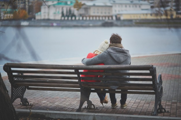 lovers-sitting-on-a-bench_1098-3608